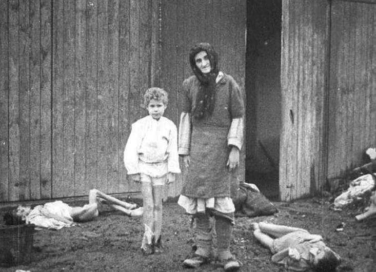 survival experiences in the notorious auschwitz concentration camp The aufseherinnen were female guards in nazi concentration camps and had no relevant work experience after langefeld was assigned to auschwitz i.