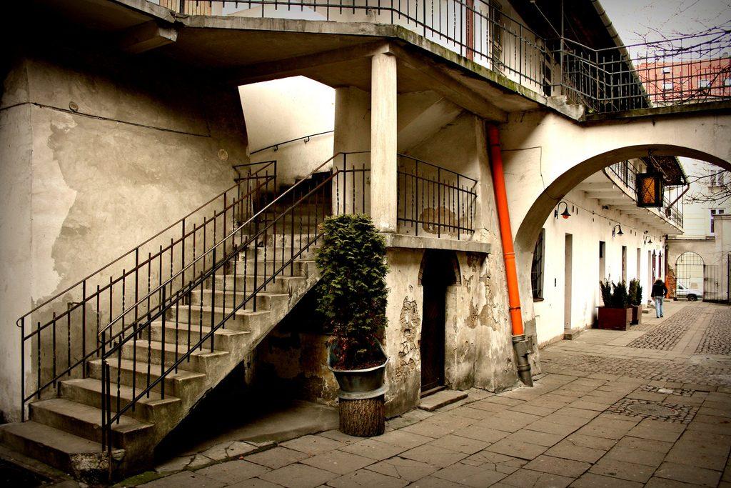 Kazimierz_Jewish_Quarter_stairs