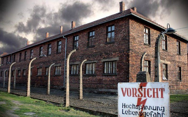 auschwitz-photos-building