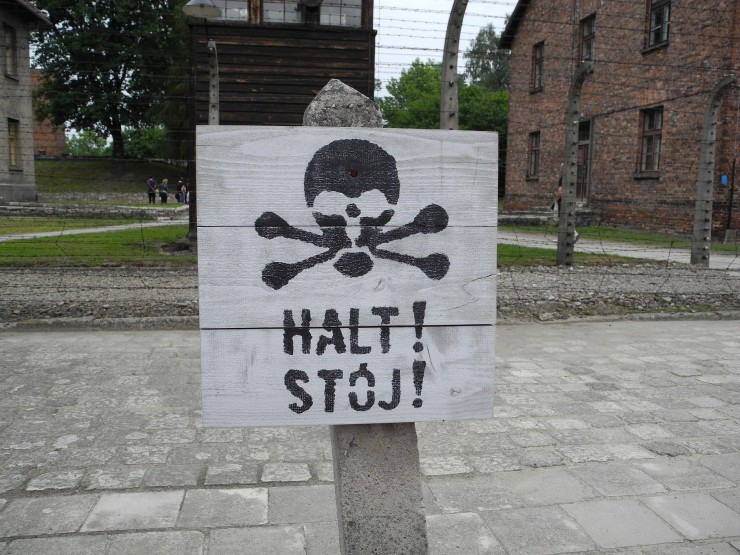 auschwitz-today-halt-sign