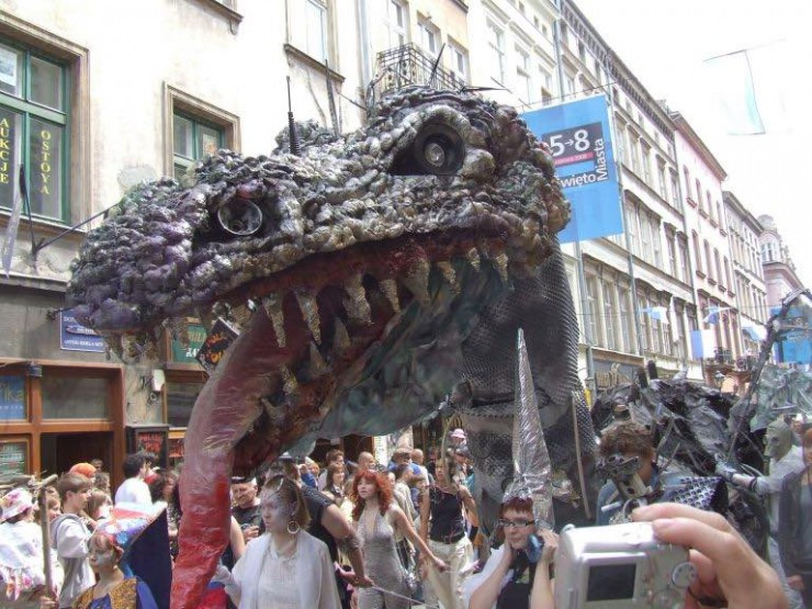 krakow-festivals-dragon
