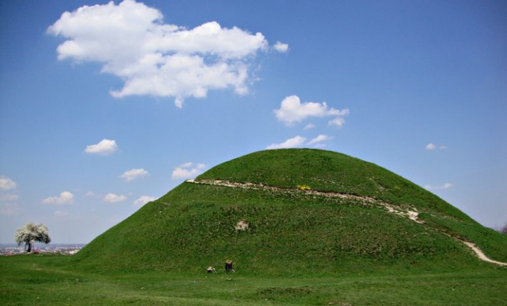 what-to-visit-in-krakow-mound